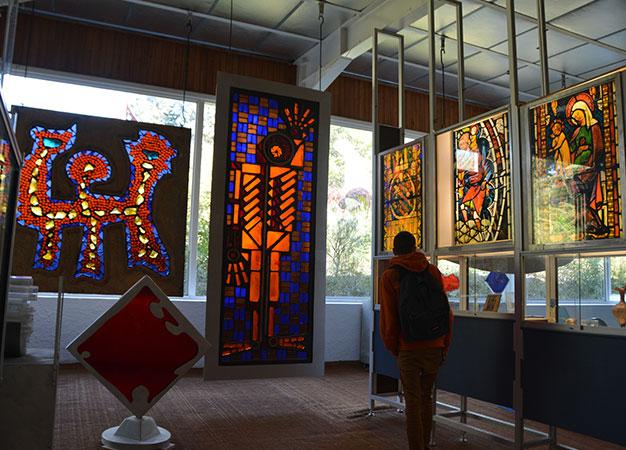Musée du vitrail de Gordes - Activités autour du parc - Colorado Aventures