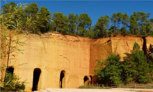 MINES DOCRES | Mine d'ocres de Bruoux à Gargas | Colorado Aventures