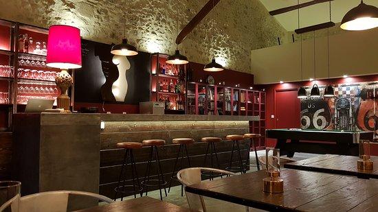 full bar and lounge   Domaine de Pradaous   Colorado Aventures